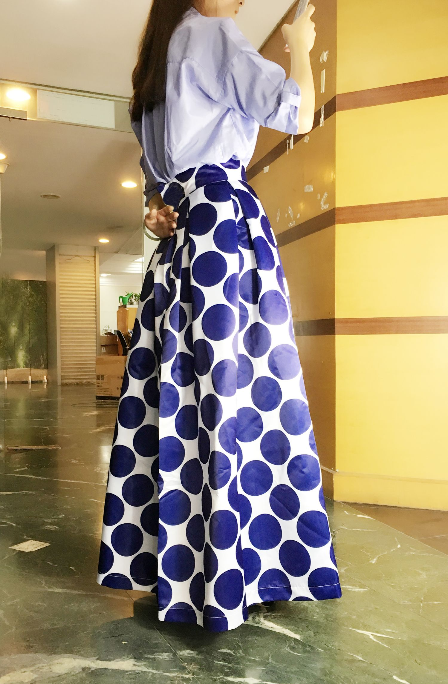 The skirt is featuring color block polka dot print, high waist and slim fit. More surprise, plz check www.azbro.com!