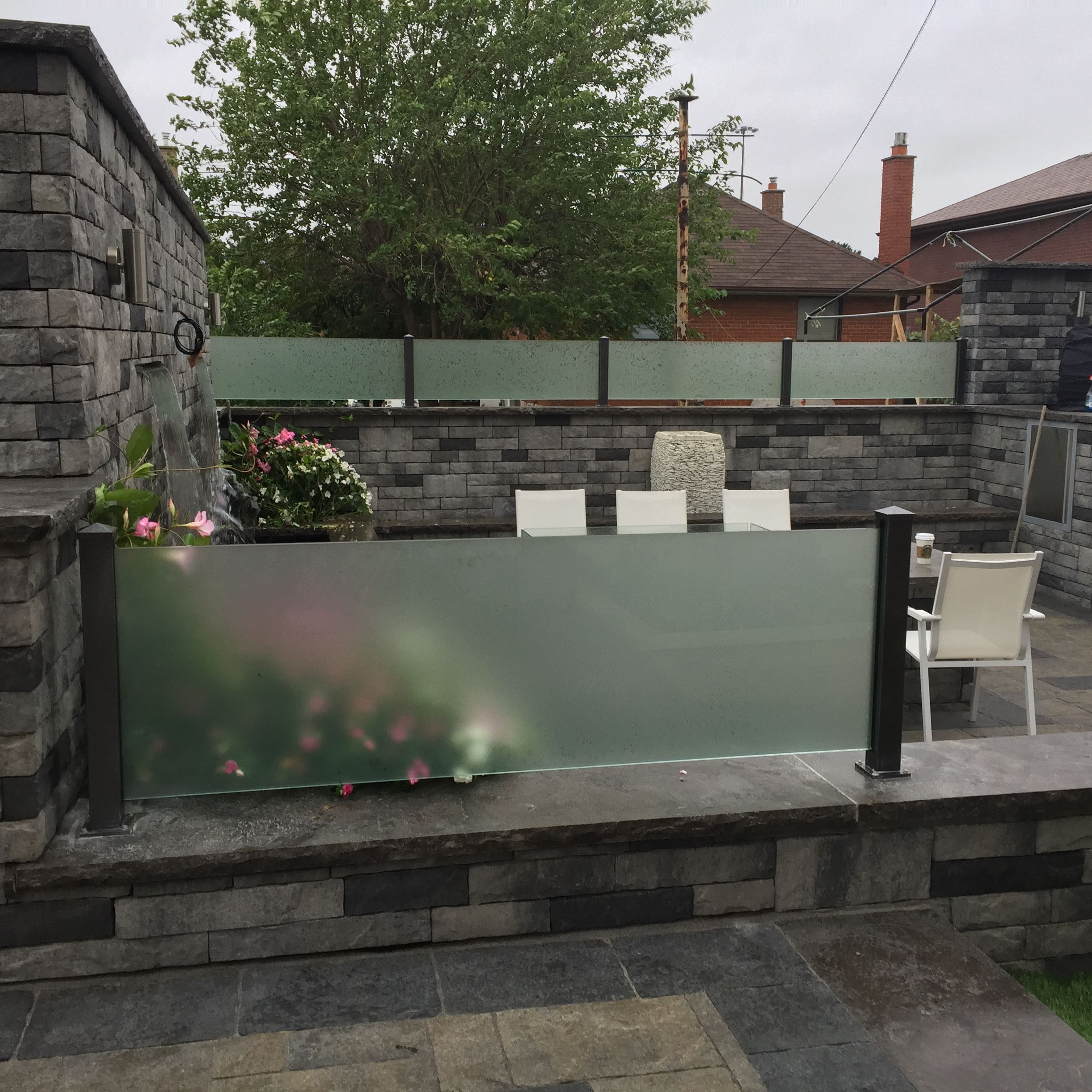 For increased privacy, we offer privacy panels that can be added to decks, patios, balconies, and terraces. Our privacy panels can be either made of aluminum or with glass inserts or filled with cedar, offering privacy with a sleek, refined design.