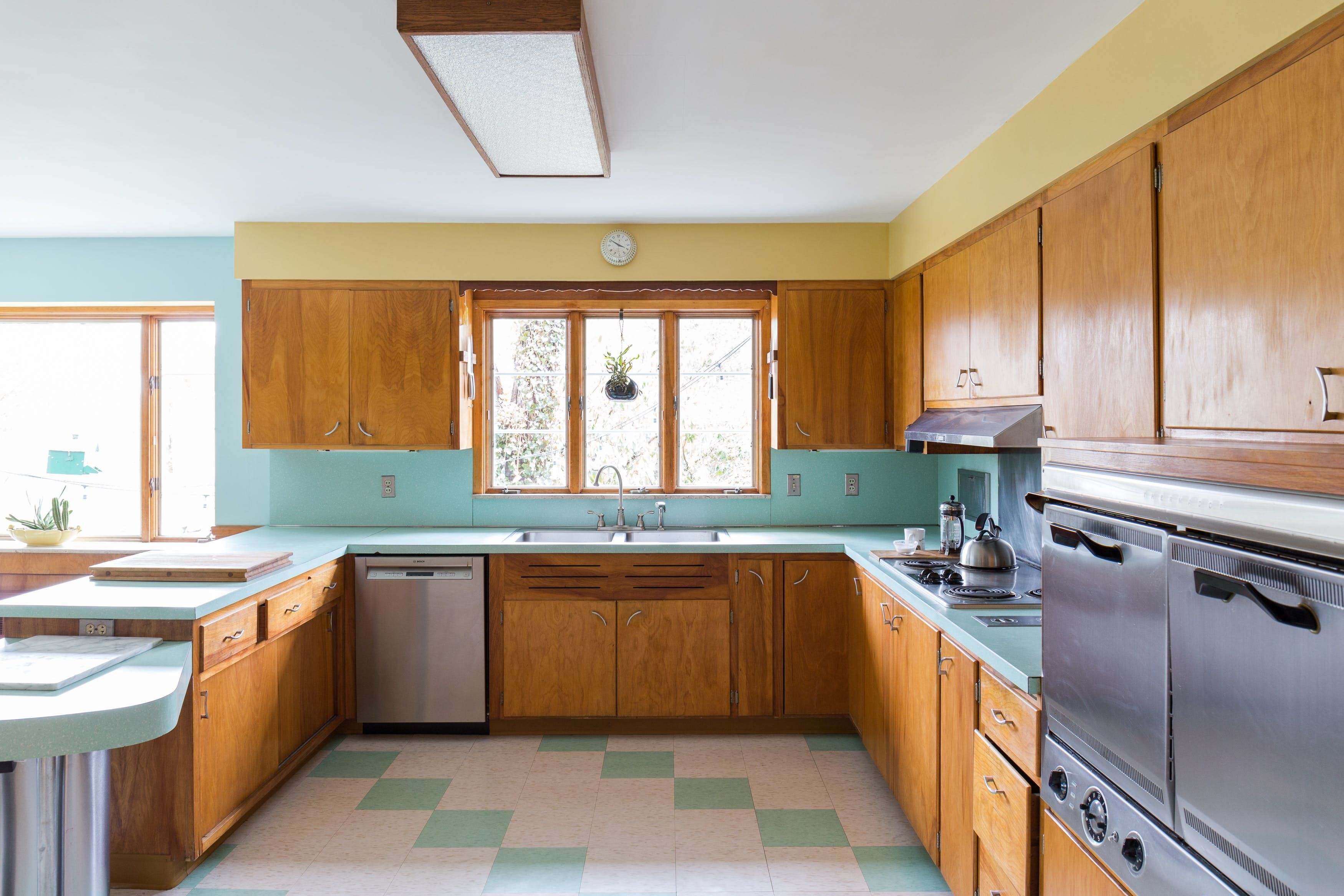 A Lovingly Restored Mid Century Home In Rhode Island Mid Century Modern Kitchen Mid Century House Mid Century Kitchen