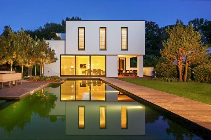 Diese schicke Villa steht in Hamburg zum Verkauf. Wer will