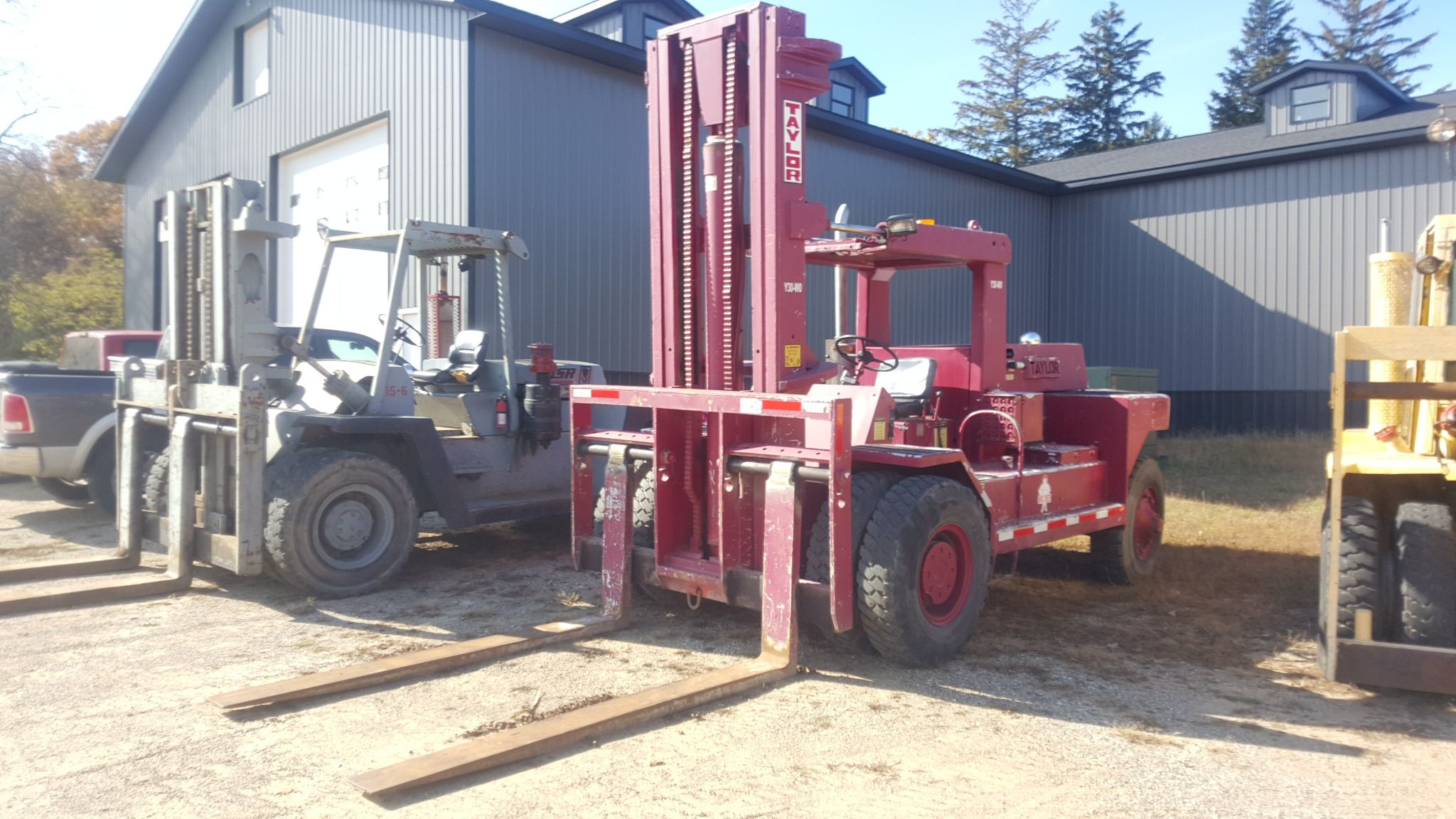 how to operate a forklift machine