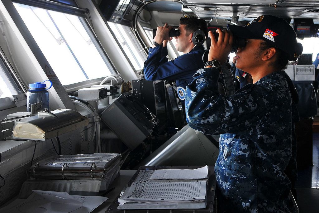 Sailors scan for surface contacts on the bridge of USS Ronald Reagan | Flickr - Photo Sharing!