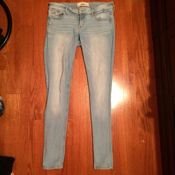 """Hollister Light Wash Super Skinny Jeans Size 9R only worn a couple of times, great condition, they're just too big for me now. Size 9R 29"""" waist and 31"""" inseam. Hollister Jeans Skinny"""