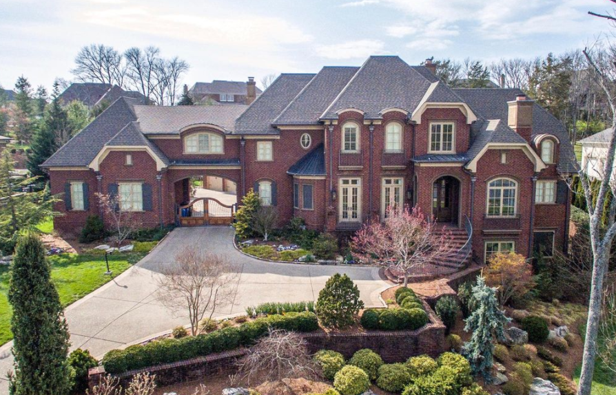 10 000 Square Foot Brick Home In Brentwood Tn House And Home Magazine Luxury Homes European Style Homes