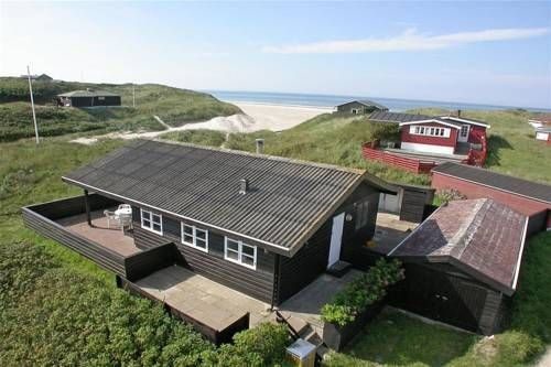 L�kken Holiday Home 226 L�kken L?kken Holiday Home 226 is a holiday home located in L?kken in the Nordjylland Region and is 37 km from Aalborg. The unit is 31 km from Hirtshals.  A TV is featured. Other facilities at L?kken Holiday Home 226 include a terrace.