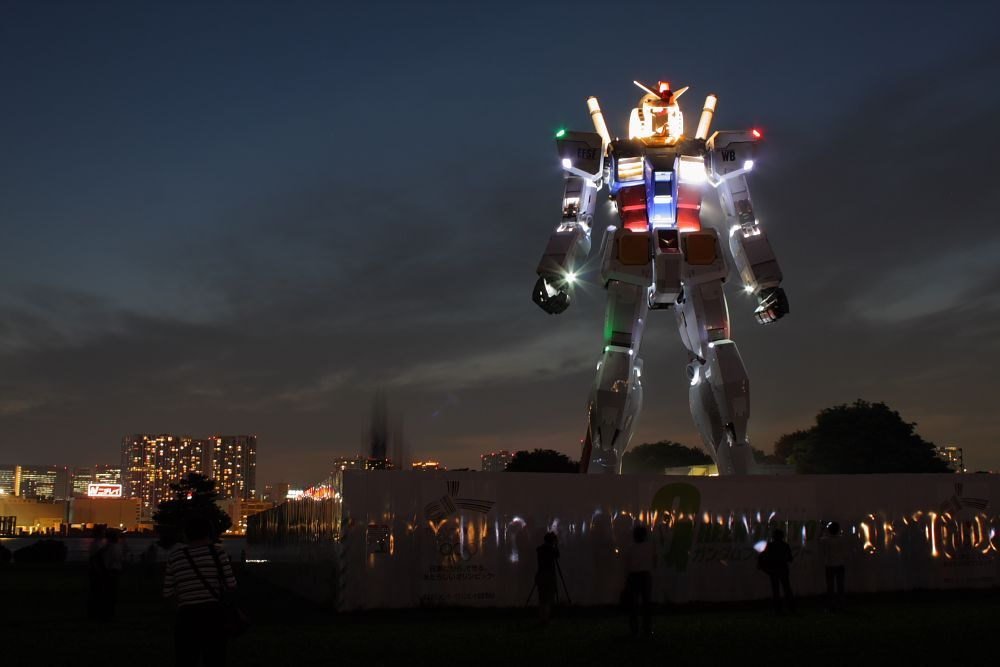 night view on the life size gundam in odaiba japan architecture rh pinterest com