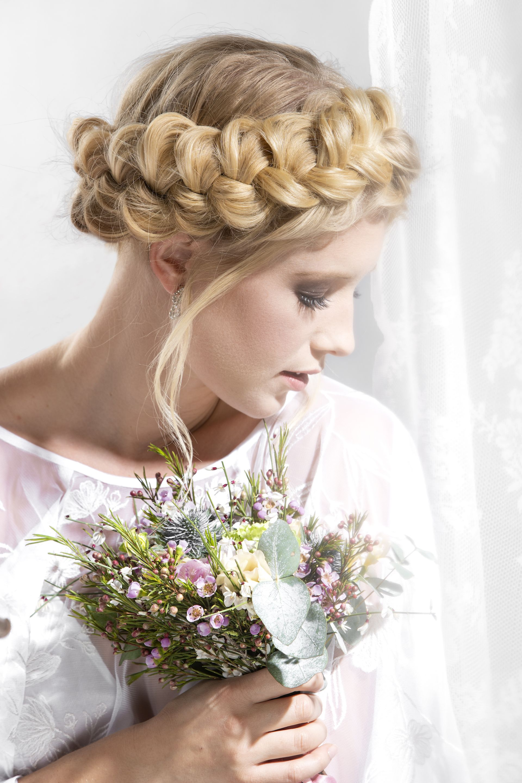 Brautfrisuren Hollandischer Zopf Heiraten Mit Braut De Frisur Kranz Flechten Hollandischer Zopf Brautfrisur