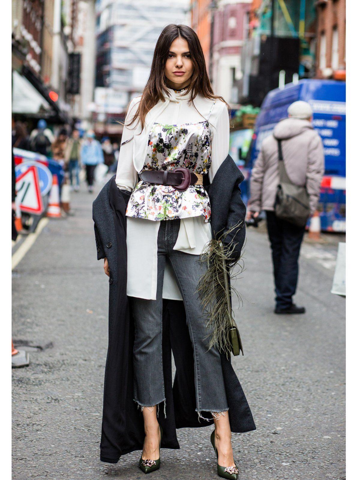 An abgeschnittenen Jeans in Knöchelhöhe (dereinst genannt: Hochwasser!) kommen die Fashionistas in dieser Saison nicht vorbei - hier ein Streetstyle mit beneidenswerten Heels und coolem Gürteldetail direkt von der London Fashion Week Fall 2016.window.vn