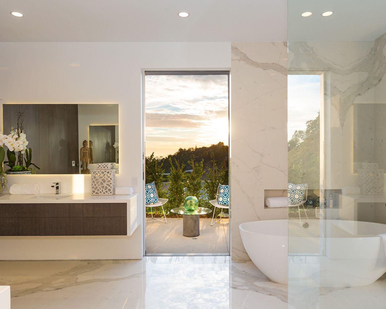Mirrored Calacatta, spoon tub & floating cabinets | Modern Master ...