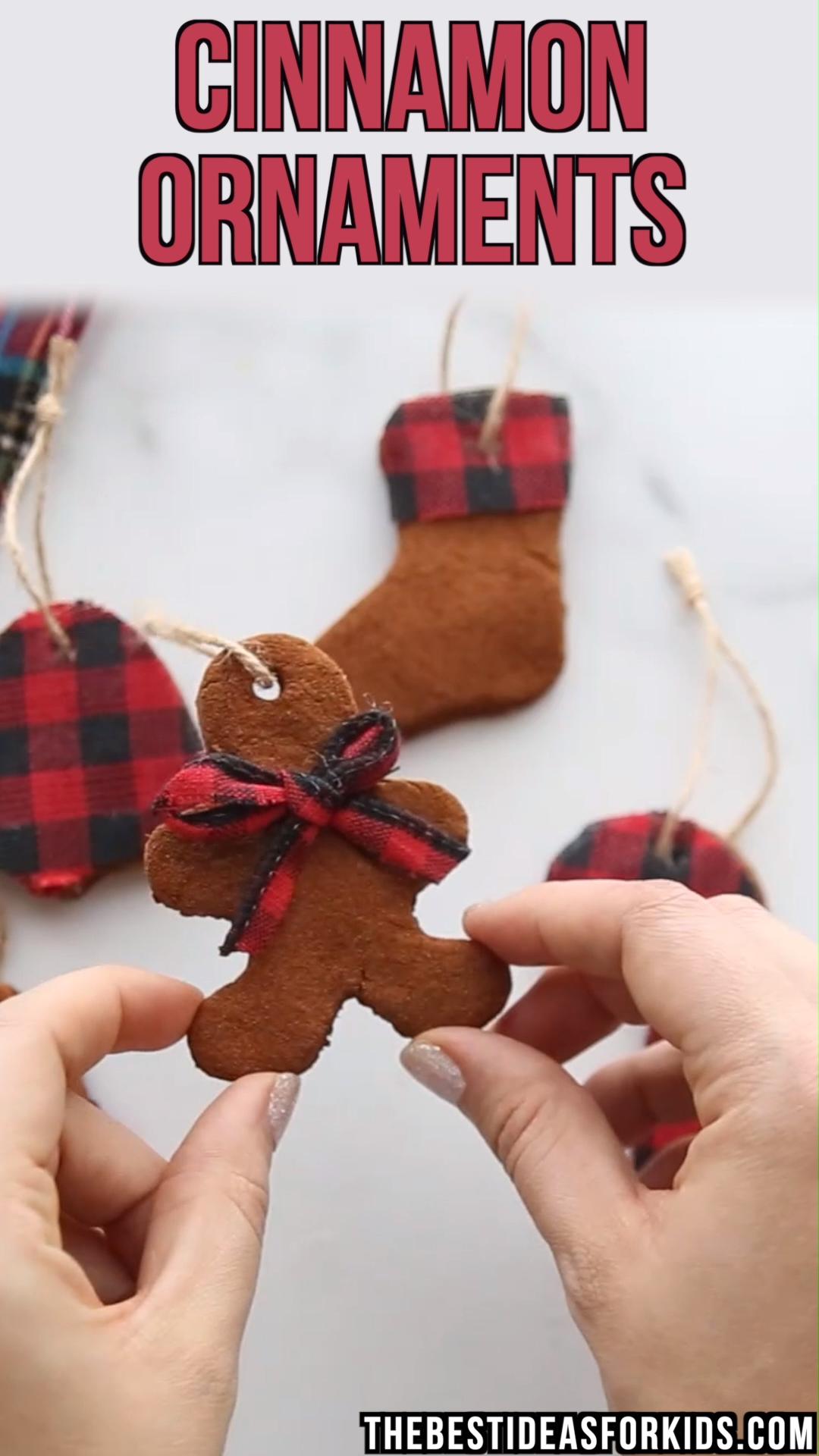 CINNAMON APPLESAUCE ORNAMENTS - such an easy cinnamon ornament recipe! An easy recipe for cinnamon applesauce ornaments. No baking required! Easy step-by-step tutorial for a cinnamon ornament recipe.