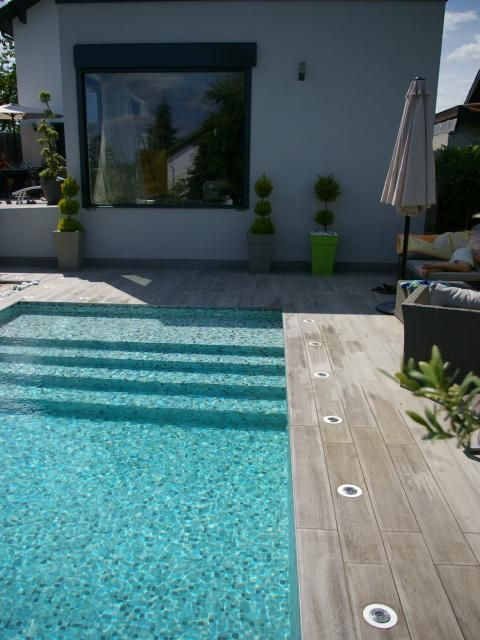 Photos d coration de piscine rectangulaire 6 x 3 m plage for Pose carrelage rectangulaire