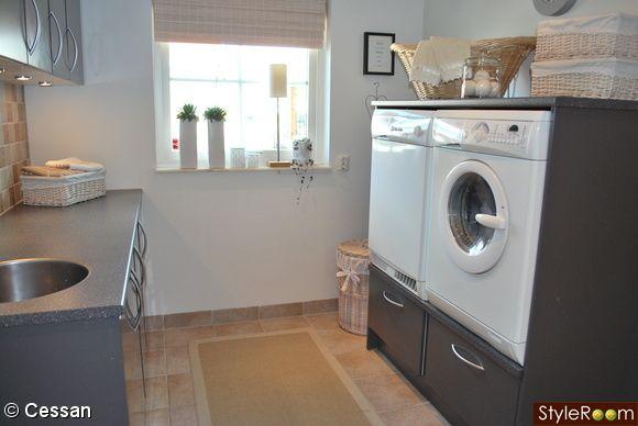 Nykomna Tvättmaskinen & torktumlaren är upphöjda i bra arbetshöjd. I MV-13