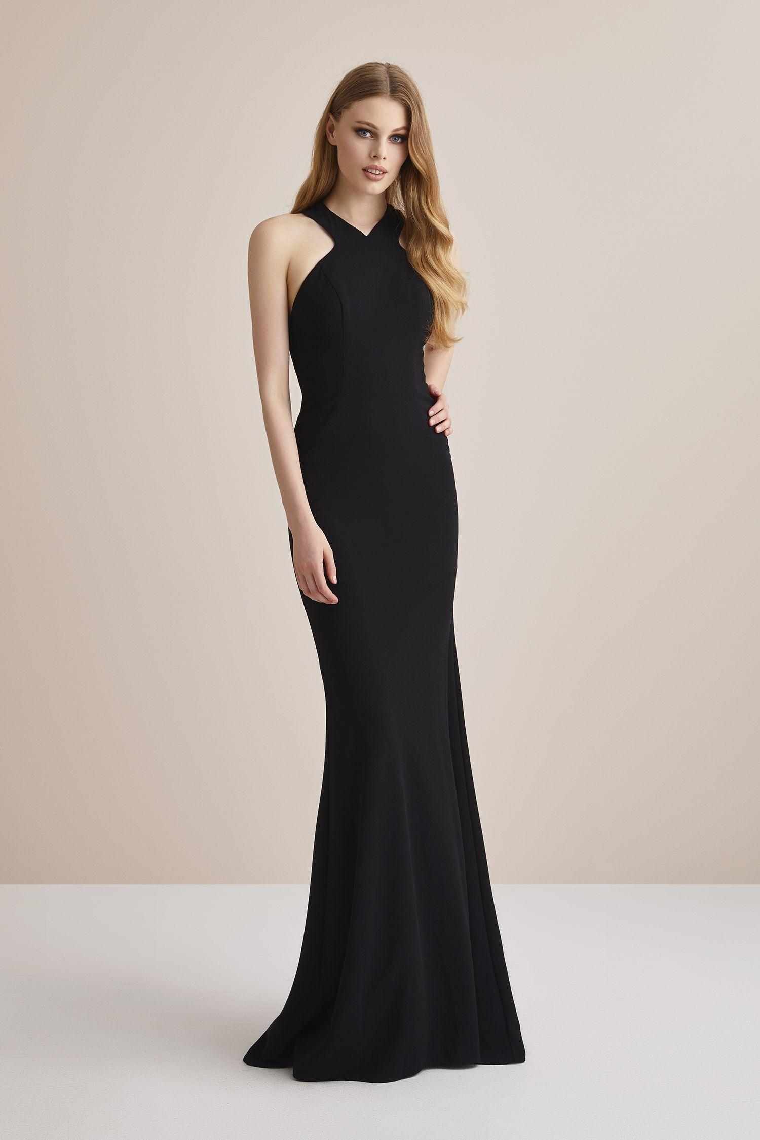 487e4874e5fab Siyah Boyundan Bağlı Krep Uzun Abiye Elbise. Düğün gününde gelinin en yakın  arkadaşı Nedimeler şıklığını