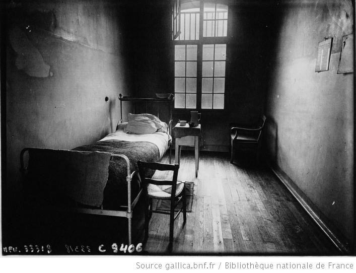 La prison de Fresnes, une cellule de l'infirmerie : [photographie de presse] / Agence Meurisse - 1