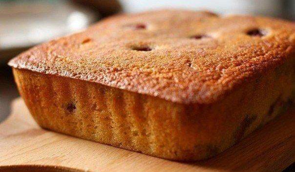 Манник - очень вкусный пирог для ваших деток<br><br>Ингредиенты:<br>-1 стакан манки<br>-120 г сметаны (15-20%)<br>-1 стакан сахара<br>-3 яйца<br>-1 чайная ложка разрыхлителя<br>-1 стакан муки<br><br>Манник - очень простой в приготовлении, но одновременно очень вкусный пирог. Несмотря на то, что в..