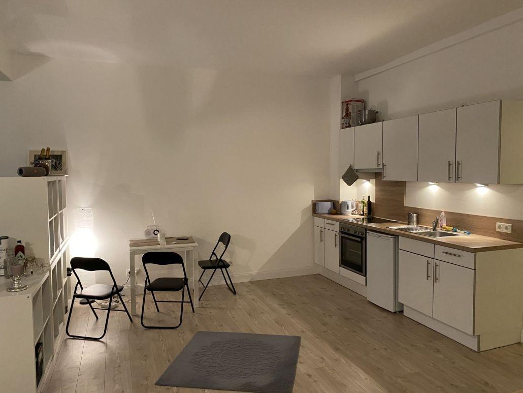 1 Zimmer Wohnung In Der Dorotheenstrasse Im Hinterhof Mit Loft Charakter In Winterhude Zu Mieten In 2020 1 Zimmer Wohnung Wohnung Hinterhof