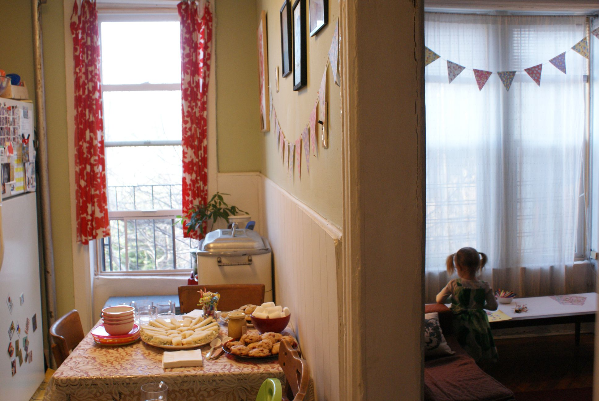 How to host a great kids 39 party in a small apartment - Raising a child in a one bedroom apartment ...