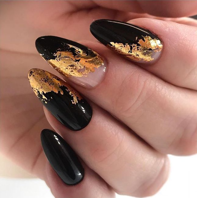 35 Fabulous Black Nail Designs For Ladies Black Nails Are Versatile Striking And Most Of All Fun Even If Y Black Nail Designs Foil Nails Black Nail Art