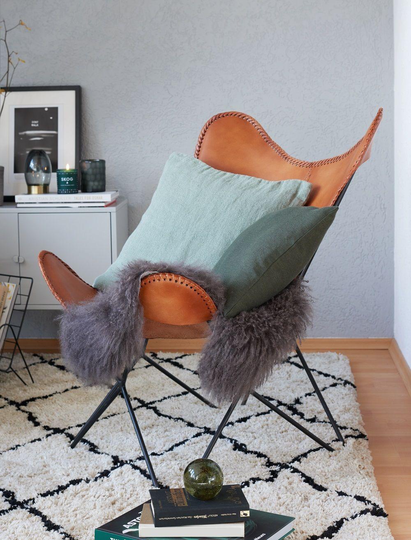 Cozy Corner Der Butterfly Sessel Aus Braunem Leder Ist Das It Piece Im  Wohnzimmer Von Westwing Fotografin Angela. Das Kuschelige Fell Sorgt  Zusätzlich Für ...