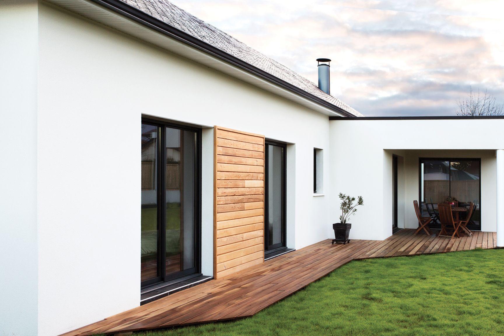 Pau, Pyrénées Atlantiques, France.  Design et construction by Maisons Aquitaine.  #design #matieres #maisons #constructeurs   Crédit Photo : Agence Freestyle