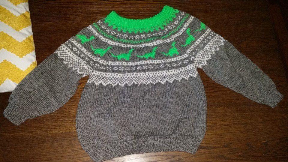 7891f366 Marius med dinosaurer   Knitting   Genser, Strikking og Strikk