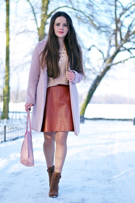 www.streetstylecity.blogspot.com Fashion inspired by the people in the street ootd look outfit sexy skirt heels legs miniskirt boots leather pantyhose