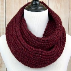 Knit your own easy infinity scarf without needles! A kids' loom knitter is all you need to make this chunky scarf.