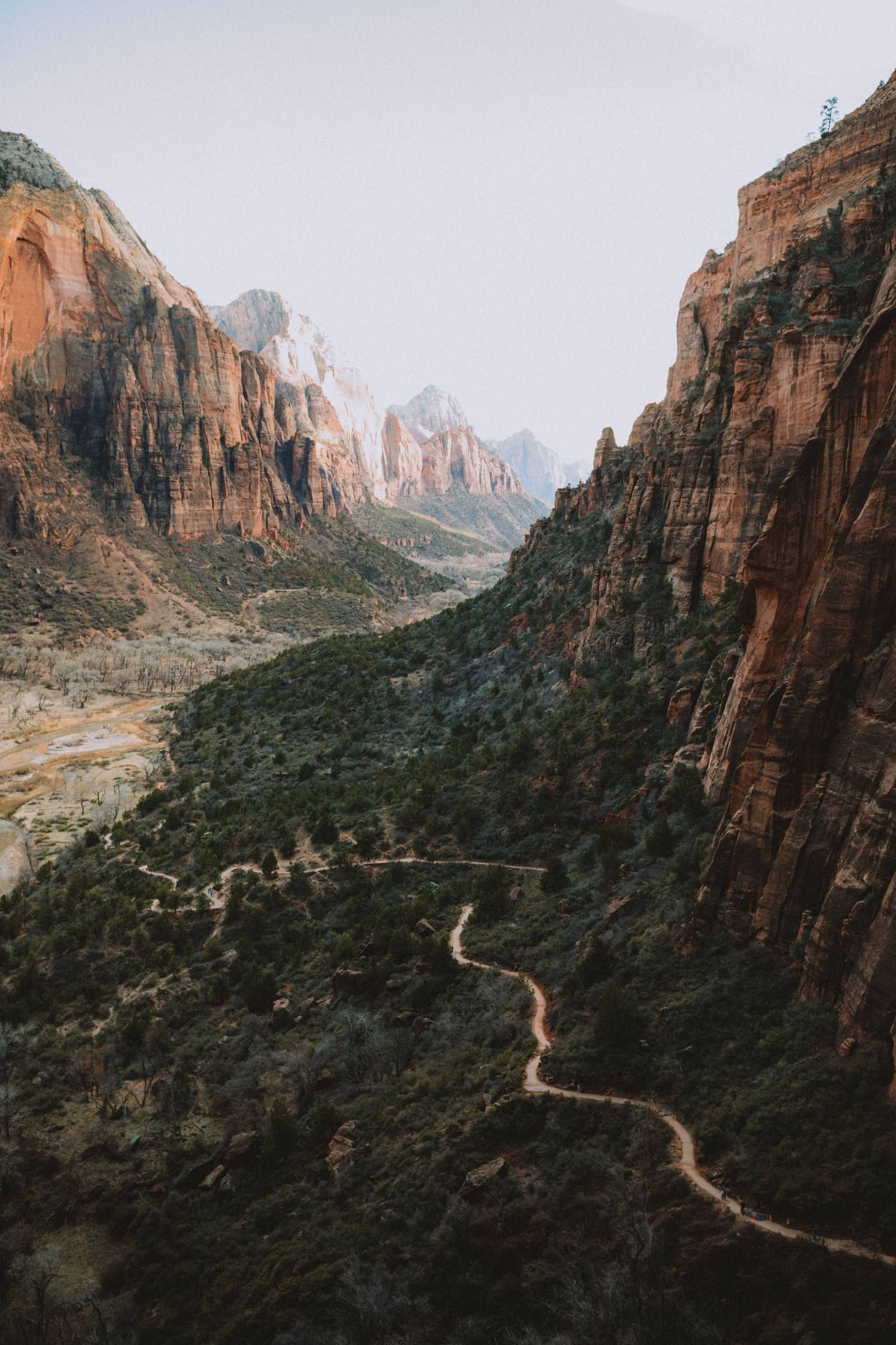 The Complete Utah National Parks Road Trip Itinerary (Hikes, Photo Spots + MORE!) - The Mandagies