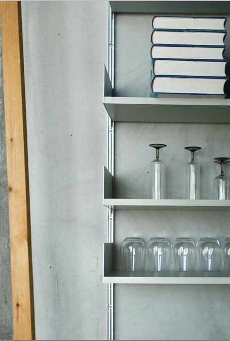 Concrete meets minimalism: ideas for your kitchen styling. // Beton und Minimalismus: Das moderne Duo in der Küchengestaltung. #kitchen #kitchenideas #living #enjoysiemens