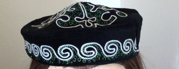 Skull Cap Hat Black  with Hand Embroidery por VINTAGEARTJEWELRY, $42.00