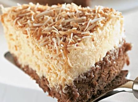 Bolo-Mousse de Coco - Veja mais em: http://www.cybercook.com.br/receita-de-bolo-mousse-de-coco.html?codigo=16368