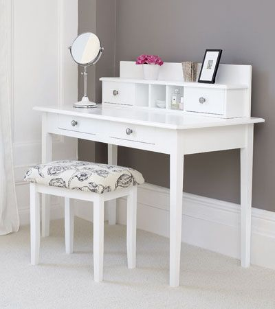 This would be a great dressing table for a young girl in her teens. Somewhere to put her own stamp on things. Like a blank canvas!