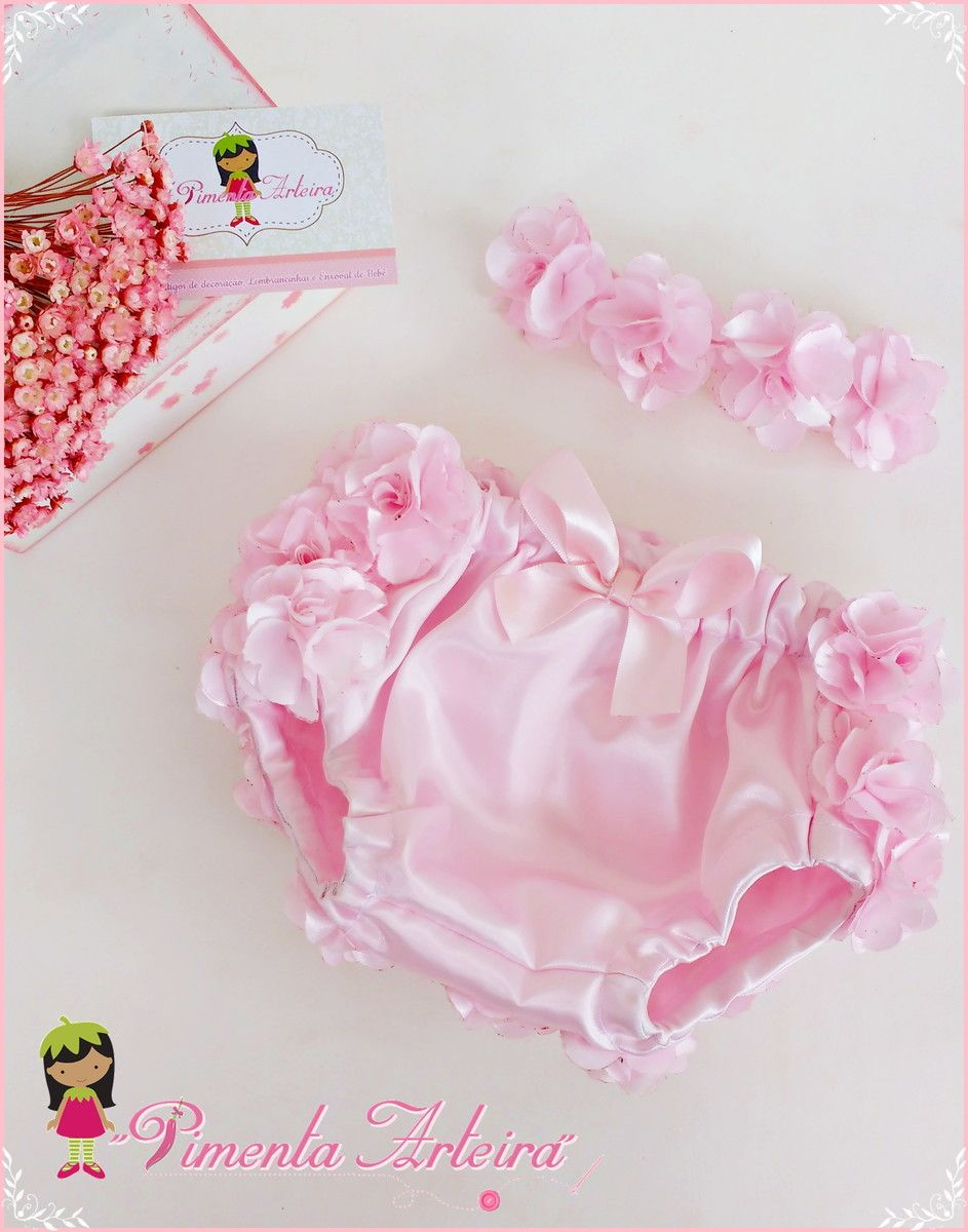71f0c59cb Kit contendo 1 calcinha de cetim decorada com flores de cetim e 1 tiara de  flores disponível em outras cores confirme o prazo de produção com o  vendedor.