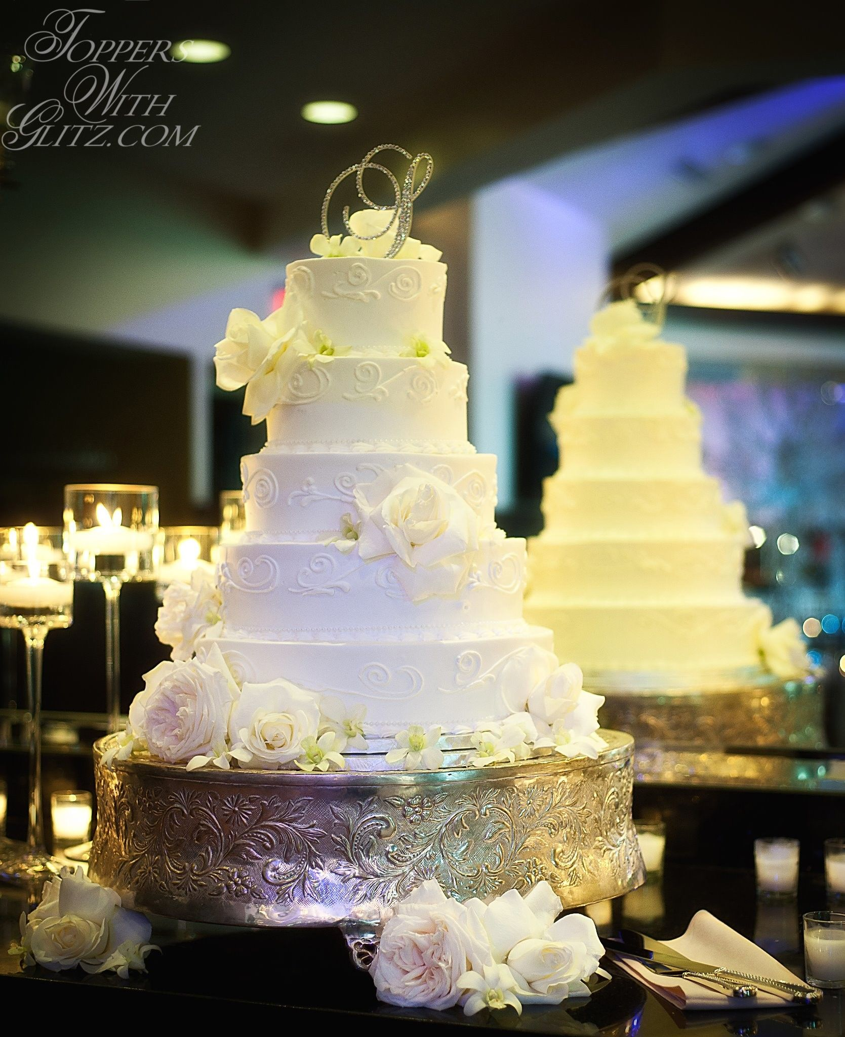 Single letter initial cake topper. Beautiful cake table! | Toppers ...