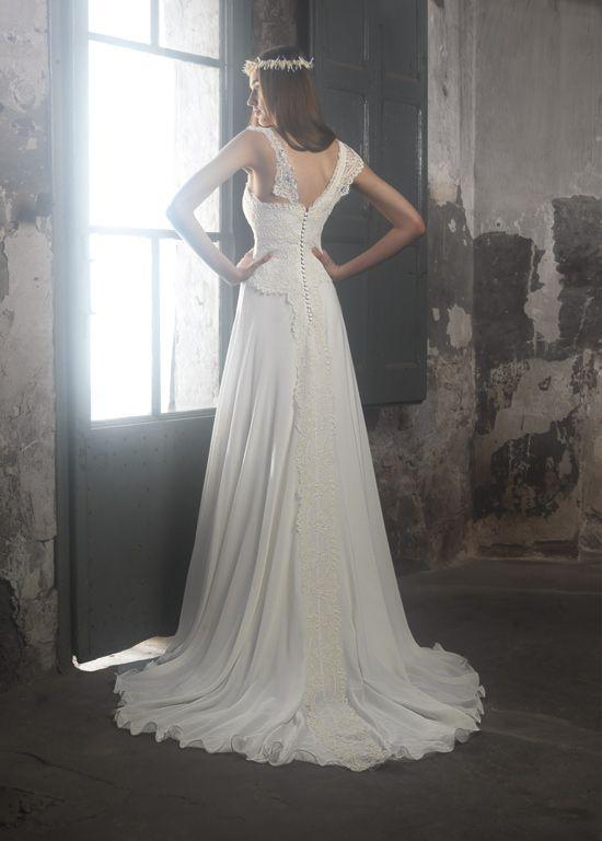 Ir de Bundó wedding dress