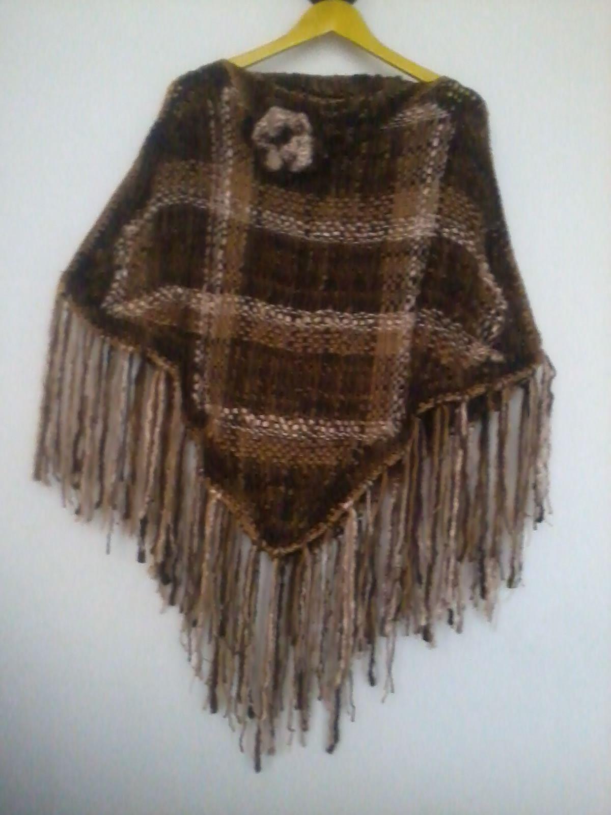 Poncho en lana sedificada