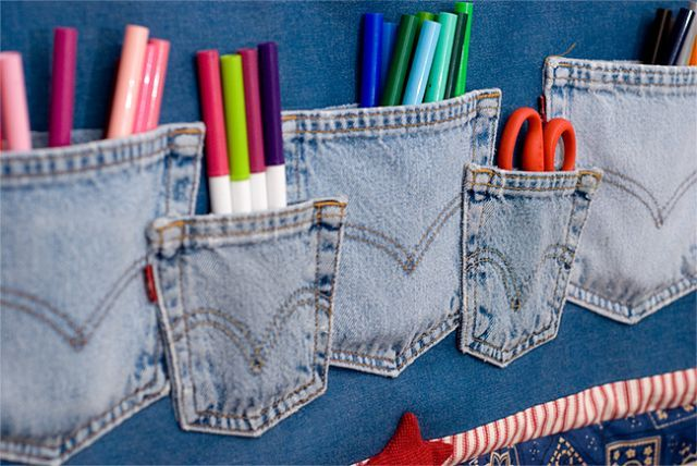 Reclaim denim jean pockets for wall hanging while serving a useful purpose of storing or displaying small items....cute idea!