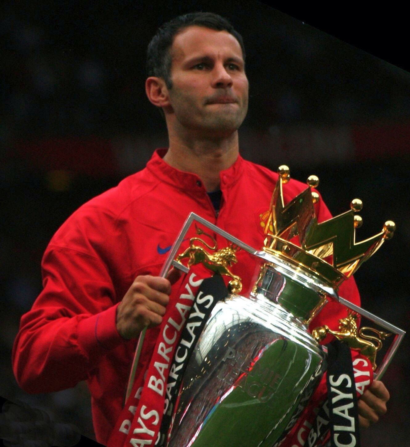 Ryan Giggs Retires From Playing To Become Manchester United Assistant Manager Under Louis Van Gaal Ryan Giggs Manchester United Players Manchester United