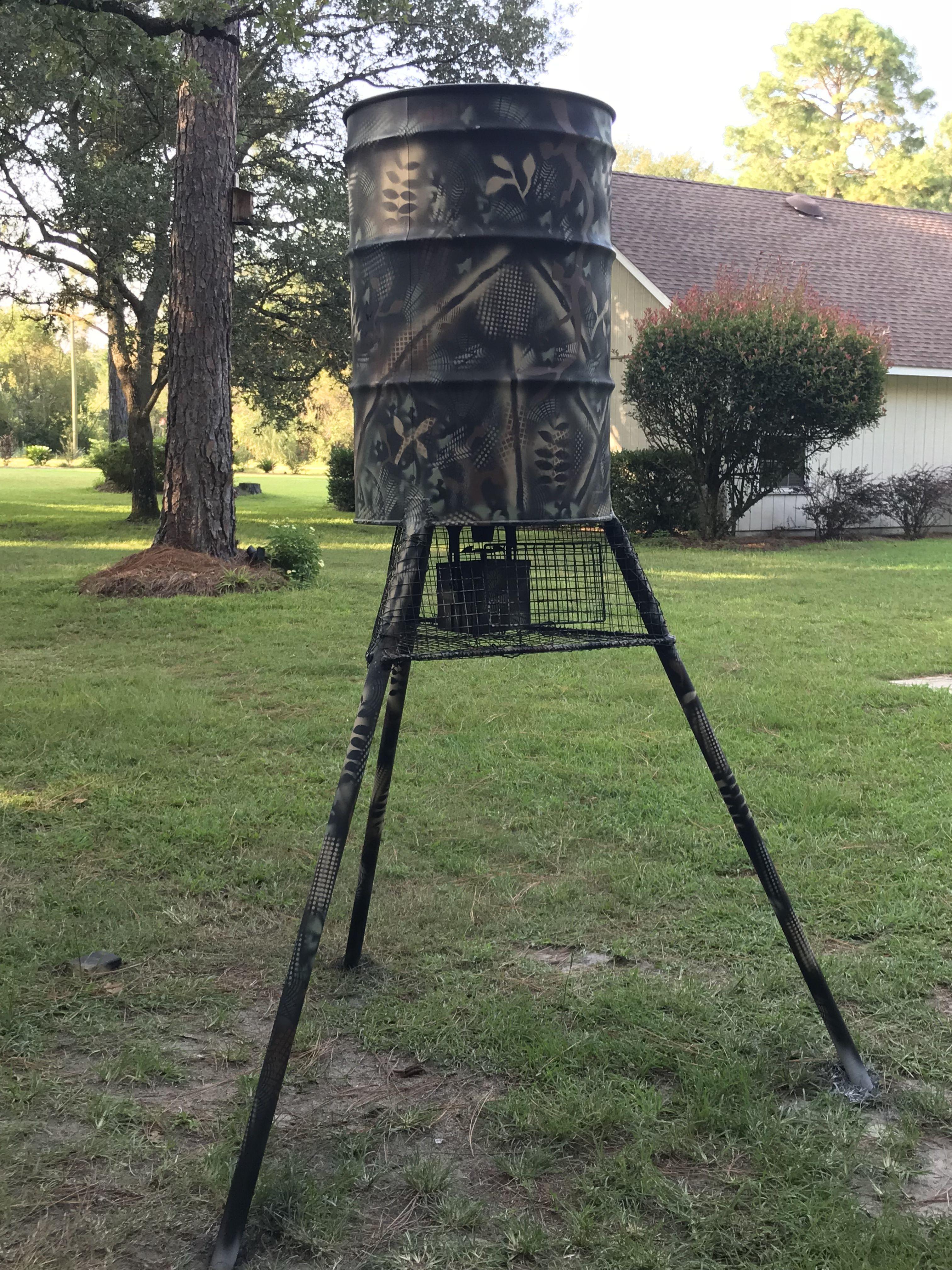Wild game feeder, 50gal drum automatic deer feeder. Deer