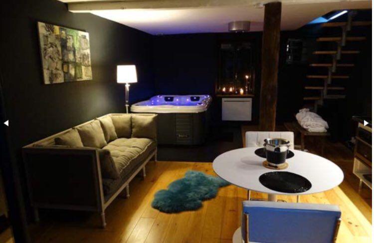 La Suite 73 Un Appartement Romantique Avec Un Spa Privatif Www Bednspa Com Des Salles De Spa Chambre Romantique Spa Privatif
