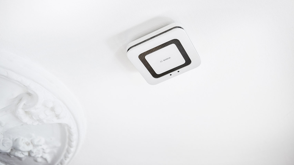 More Than Just A Smoke Detector Twinguard From Bosch Smart Home Bosch Smart Home Smoke Detector Smart Home Hue Philips
