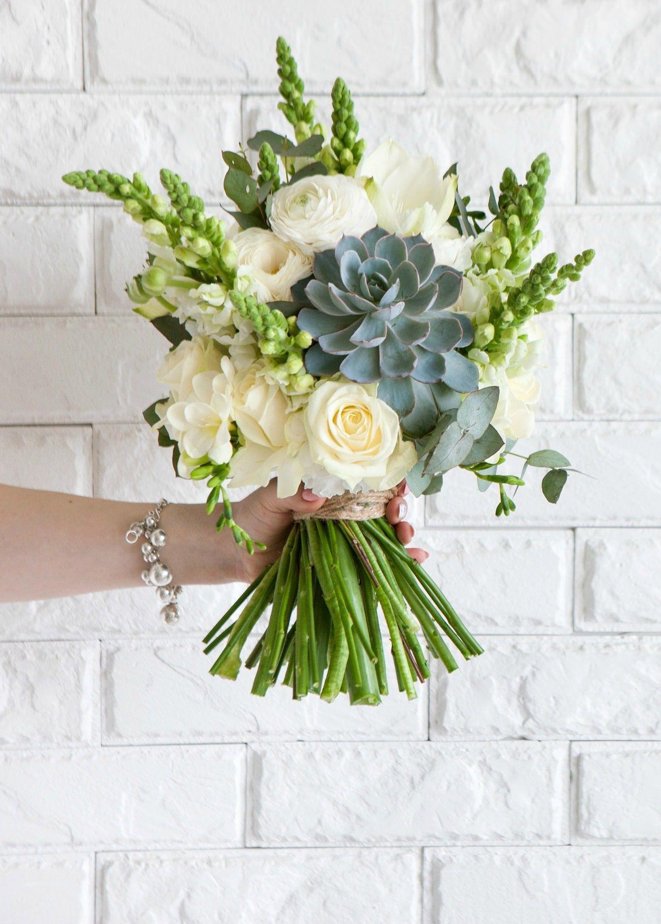 How to Make an Easy Succulent Bouquet Succulent bouquet