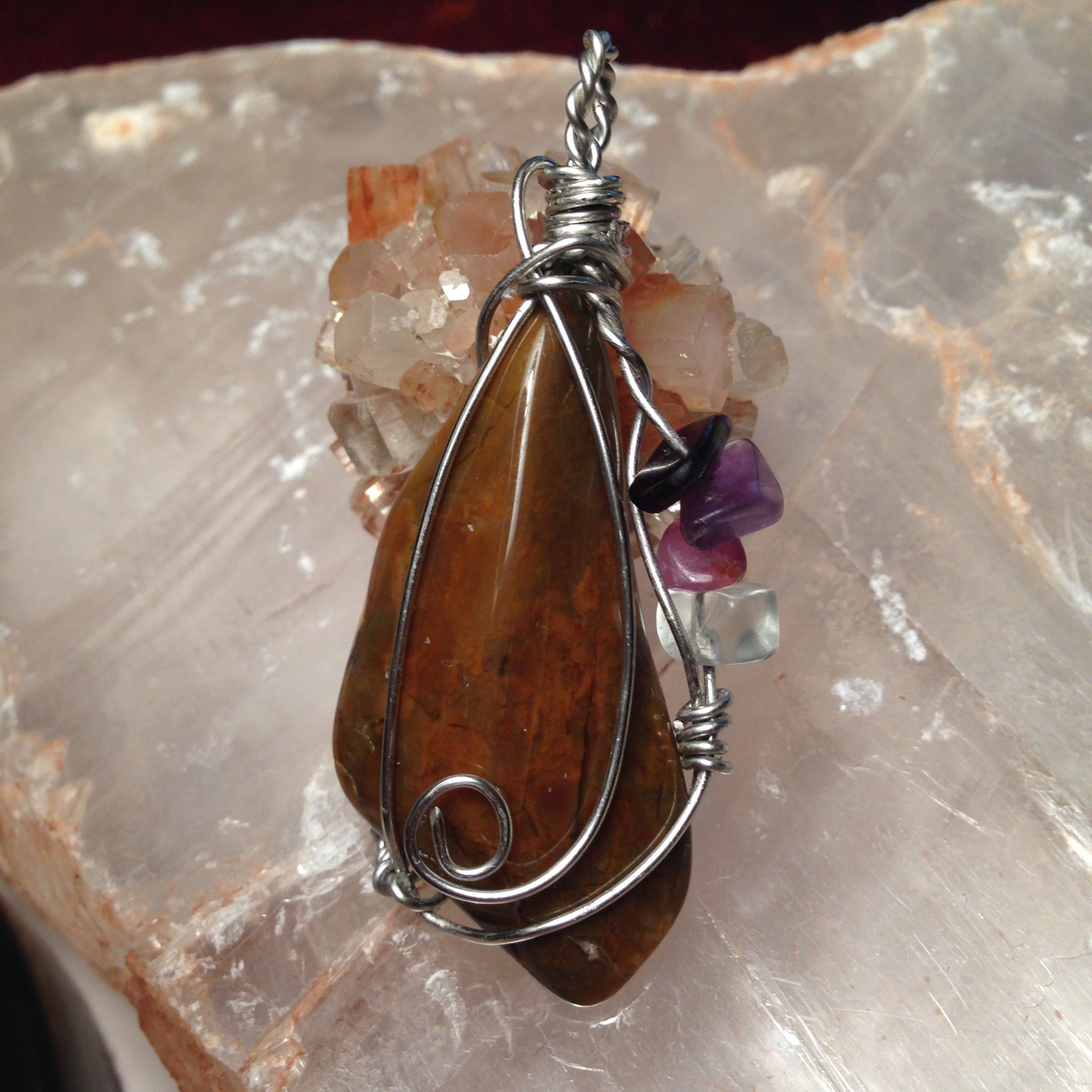 Petrified Wood helps restore physical energy and is good in relieving hip and back problems. Petrified Wood is an extremely grounding and protecting stone. It is said to calm the nerves and fears and to encourage feelings of well-being, safety and security. It is a good stone for meditation and f...