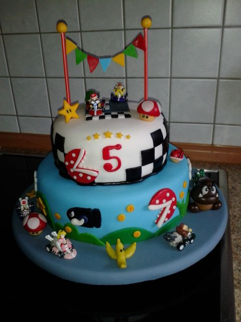 geburtstag kinder super mario kart torte bina 39 s. Black Bedroom Furniture Sets. Home Design Ideas