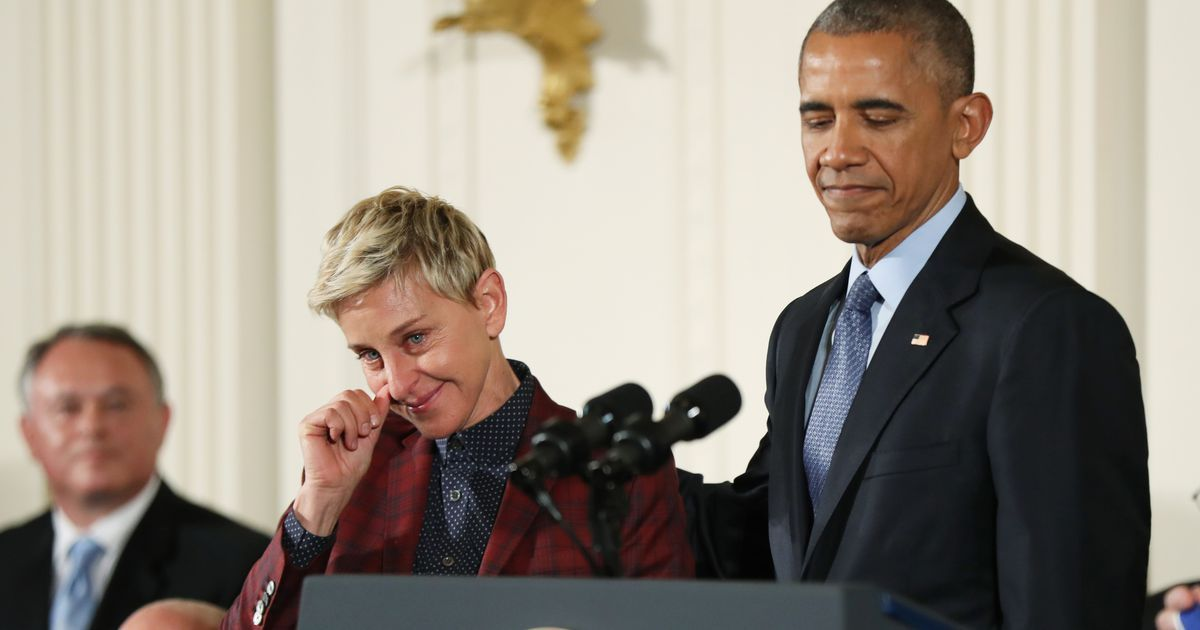 Ellen Degeneres Tears Up As Obama Presents Her With Medal Of Freedom Ellen Degeneres Obama Freedom
