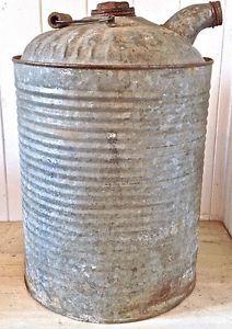 Antiquité. Collection. Grand bidon ancien en fer galvanisé Lévis…