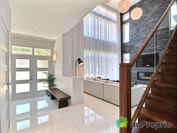 QUARTIER CHAMBERY. Magnifique maison avec de grandes pièces dans un décor contemporain épuré ...