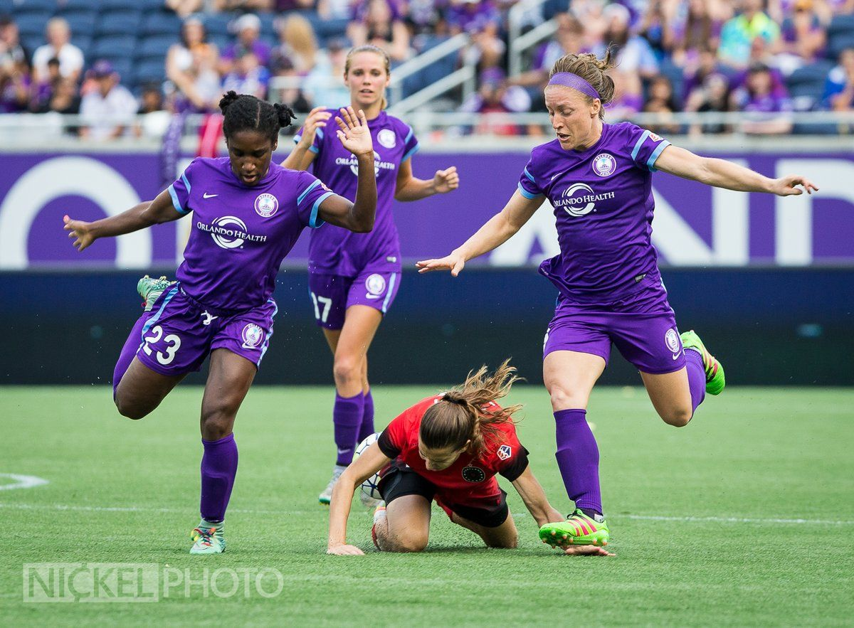 Wondering What Caused The Hand Injury To Tobinheath Yeah That Looks Painful Orlvpor Orlandopride Thorn Soccer Pictures Women S Soccer Team Womens Soccer