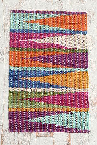 Mi Baño: Tengo una alfombra de colored en mi baño.