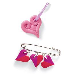 Käyttövalmis Color värillinen askartelumassa sopii kaiken ikäisille muovailijoille. Ihanteellista pienien, kiinteiden ja kestävien esineiden muotoiluun. #valentinesday #valentines #valentine #heart #love #ideas #diy #craft #gift #lahjaidea #clay #lastenkanssa #withkids